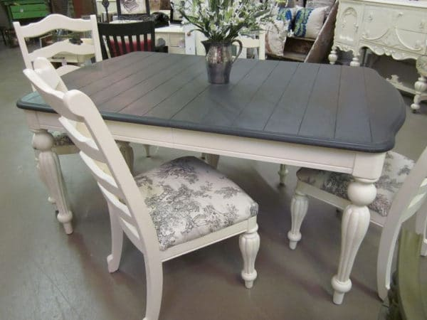 Marvelous If You Are Repainting Your Dining Table, It Needs To Be Durable And  Beautiful. Here Are Some Tips To Getting Better Results On How To Paint A  Table.