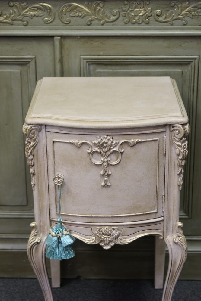 chalk paint with wax