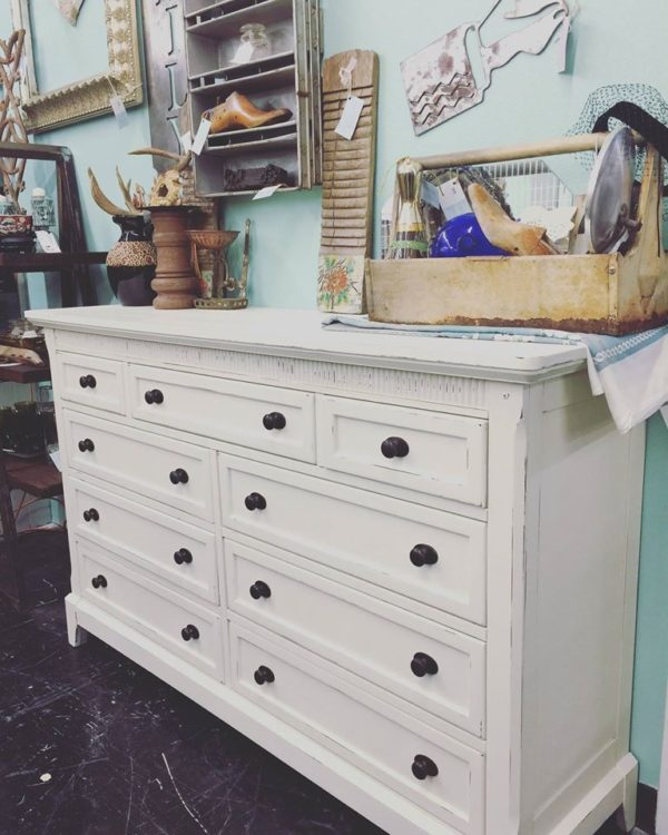 Mudpaint is the fastest growing furniture paint company in the US right  now. Mudpaint is an acrylic and water based paint that has earthy materials  in it ... - Painted Furniture Ideas Best Furniture Paints For Antiquing