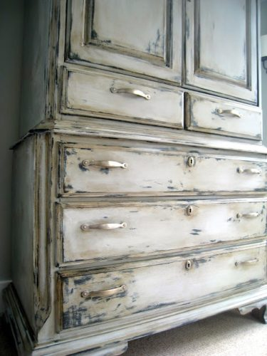 Distressing Chalk Painted Furniture After Waxing