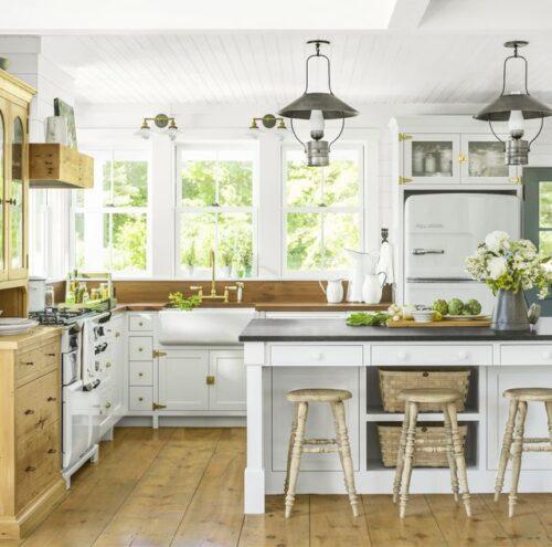white farmhouse kitchen cabinets